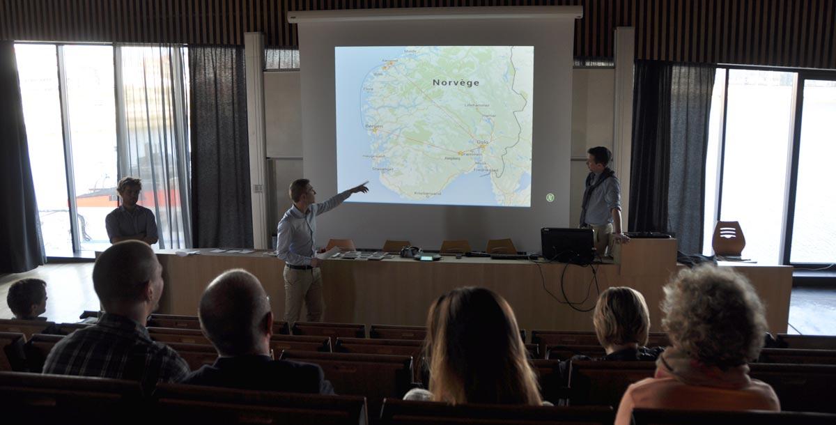 Élèves du projet Norvège lors de leur conférence de bilan de voyage