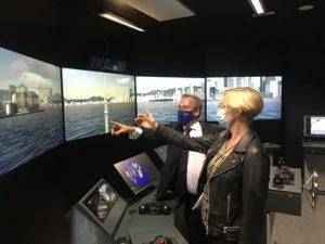 L'Ambassadeur du Royaume-Uni visite les simulateurs de l'ENSM